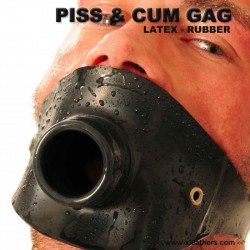 Piss und Deep Throat Gag aus Latex